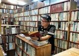 지독한 활자 중독을 자발적으로 즐기는 인문학 전도사, 글 쓰는 DJ 래피.