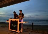 EDM 듀오 배드보스 크루 세계 3대 석양 코타키나발루 해변에서 감성 디제잉 퍼포먼스 선보여