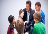 """[미국경제칼럼] """"우리자녀들에게 있어 성공의 가장큰 장애물은 뭘까요?"""" -로버트기요사키-"""