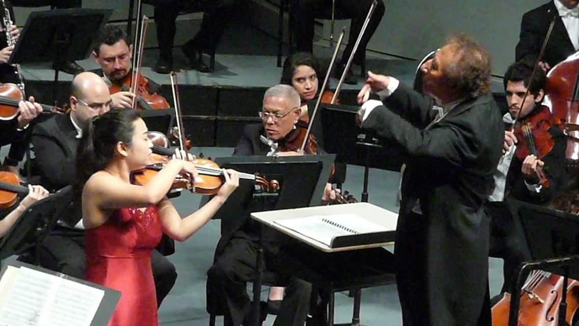 2015.6.18 멕시코 Orquesta Sinfonica de la UANL과 협연(지휘Amed El Saedi) 협연.jpeg